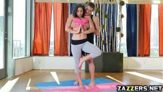 Спортсменка гимнастка сильно любит трах и отсасывать писюн